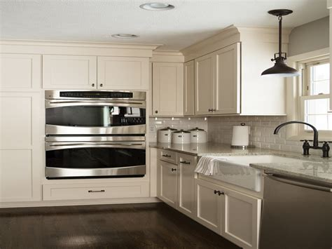kitchen cabinets with stainless appliances white kitchen cabinets with stainless steel appliances White
