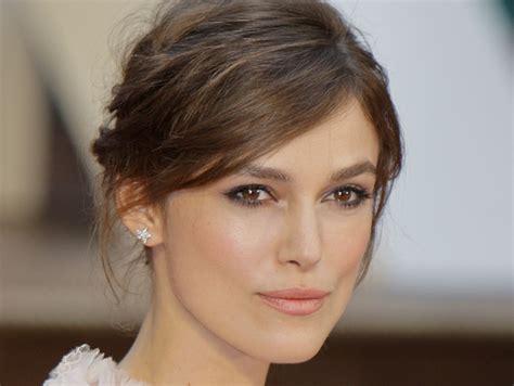 Contour Cheekbones With Makeup