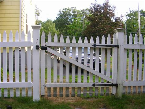 Fence - Gate : Wood Picket Fence Gate