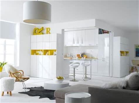 cuisine jaune et blanche la cuisine blanche confirme style de déco tendance