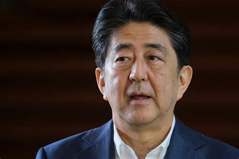 Japānas premjerministrs Abe veselības stāvokļa dēļ ...