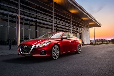 2019 Nissan Altima Test Drive Review: Traditional Midsize ...