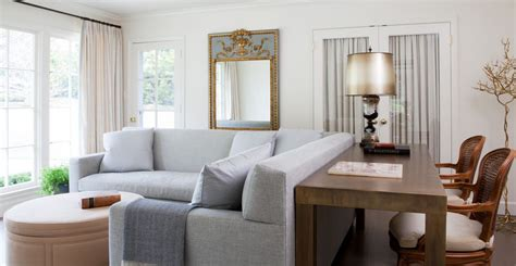 canapé cottage mixing a sofa with tables and chairs when and how to do it