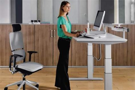 travailler debout bureau le bureau debout testez coworking