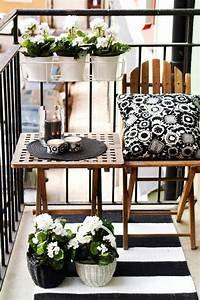 Table Basse Balcon : 70 photos de tables de jardin qui vont transformer la cour ~ Teatrodelosmanantiales.com Idées de Décoration