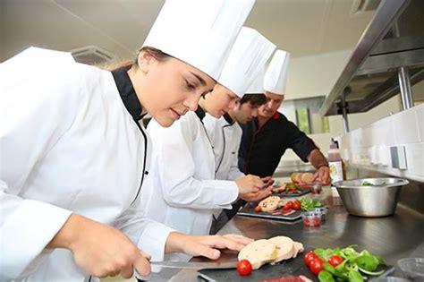 salaire chef de cuisine devenir cuisinier de collectivité salaire formation cap cuisine fiche métier