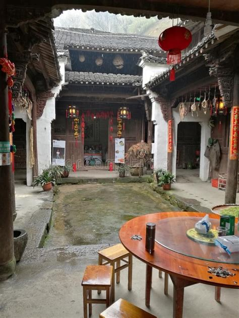 chinese courtyard house royalty  stock  chinese courtyard courtyard house china