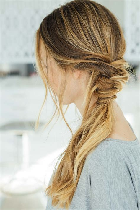 Simple Hairstyles by 16 Easy Hairstyles For Summer Days The Everygirl