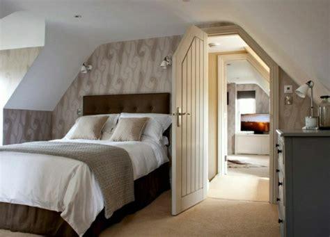 schöne tapeten für schlafzimmer schlafzimmer dachschr 228 ge 33 ideen f 252 r den schlafbereich