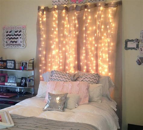 aesthetically pleasing bedroom decor with curtains