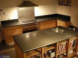Credence Plaque De Cuisson : cuisine avec granit noir absolu adouci granitset ~ Dailycaller-alerts.com Idées de Décoration