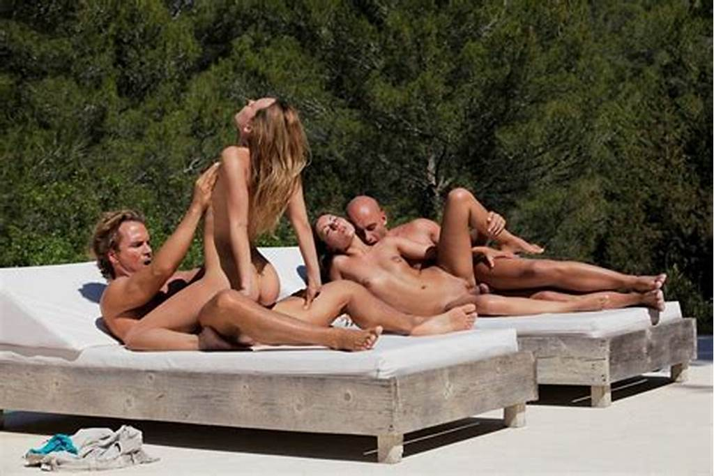 #Girlfriends #Are #Horny #At #The #Pool #And #Have #A #Foursome