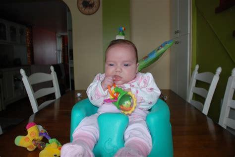 a quel age bébé tient assis dans une chaise haute à quel âge le siège bumbo mamans et futures mamans du québec forum grossesse bébé