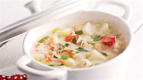 cuisiner homard chaudrée de homard pétoncles et fenouil recettes de
