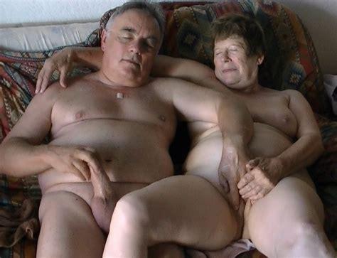 Branle Porn Pic From Mature Couple Masturbating