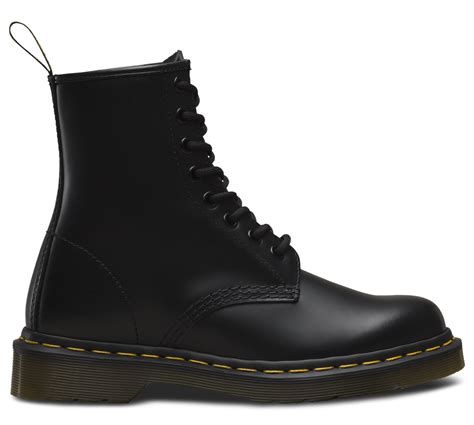 dr martens  black  eye boot