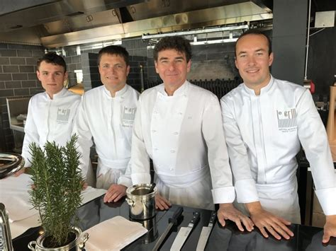 equipe de cuisine l équipe de cuisine du grill