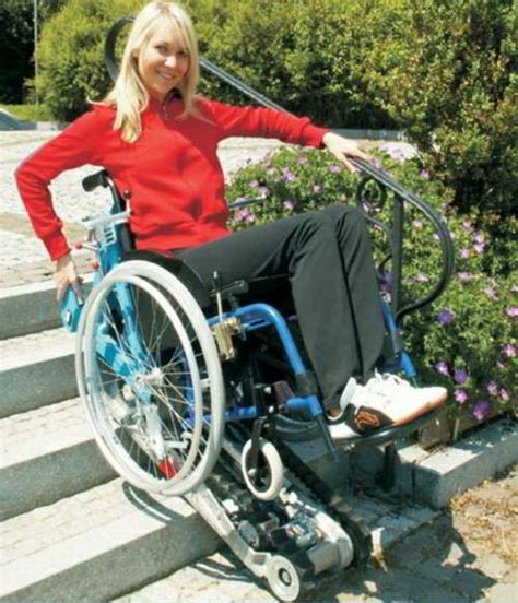 fauteuil pour monter les escaliers stairmax est le premier grimpeur d escalier au monde pour les fauteuils roulants classiques