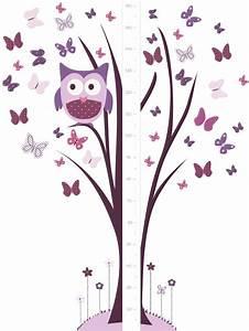 Un sticker géant toise avec chouette perchée sur son arbre et papillons rose et mauves