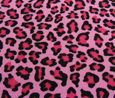 Wallpaper Animal Print Pink - pink giraffe print wallpaper