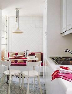 Sitzecke Für Küche : kleine k che wei mit wei er sitzecke k che und lila sitzkissen freshouse ~ Sanjose-hotels-ca.com Haus und Dekorationen
