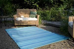 Garten im quadrat outdoor teppich cancun streifen blau for Balkon teppich mit versace tapete blau