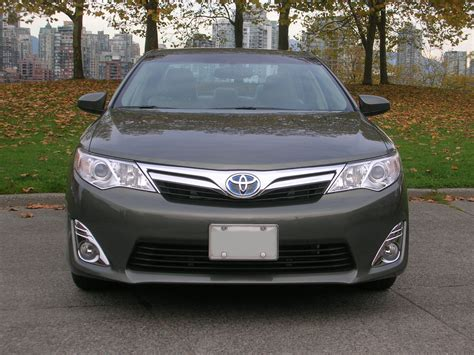2014 Toyota Camry Hybrid Xle Road Test Review