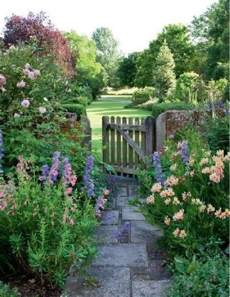 Cottage Garden Cool!  The Garden Glove