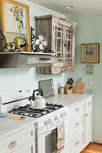 cuisine shabby chic pour un decor chaleureux et romantique With kitchen cabinets lowes with boho chic wall art