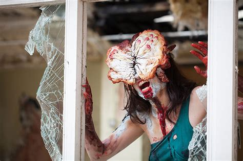 Terrifying Clickers Cosplay From 'the Last Of Us