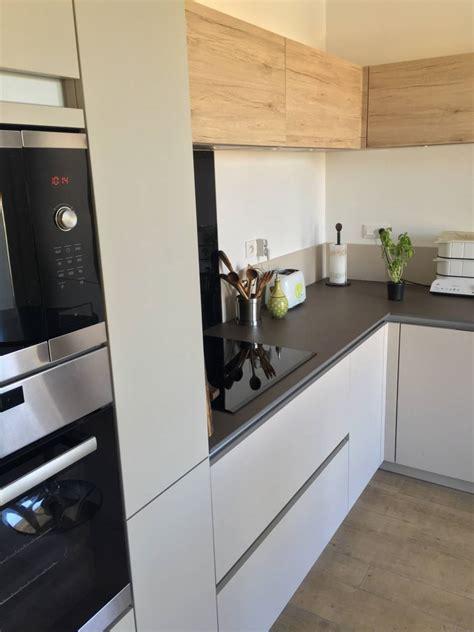 cuisine moderne bois  blanche sans poignees  chambery