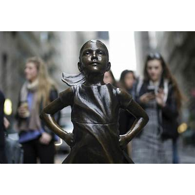 Artist 'Downgrades' Wall Street's 'Fearless Girl' By