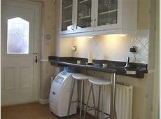 Large Kitchen & Breakfast Bar