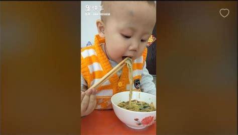 Sumpit Sumpit Makan Bayi viral karena aksinya makan pakai sumpit balita ini