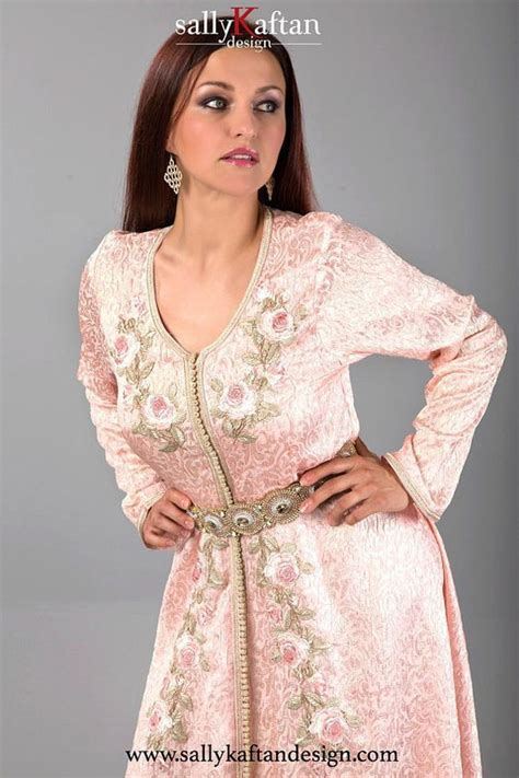 gracieuse basma caftancaftan marocain est  piece robe