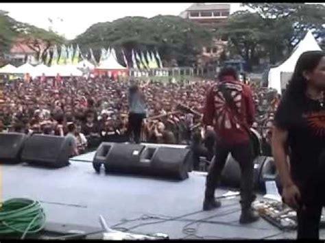 Koil  Nyanyikan Lagu Perang  Live Saparua 2010 Youtube