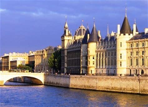 tempat wisata paris