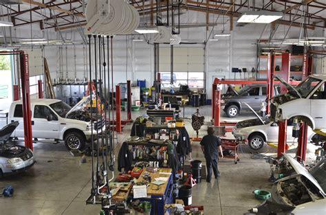 Repair Shops by Car Repair Shop Garage In 2019 Car Repair Garages