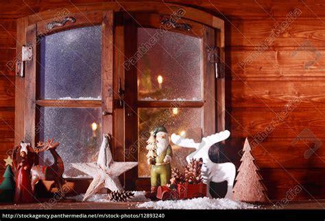 Weihnachtsdeko Fenster Günstig by Festliche Weihnachten Blockhaus Fenster Lizenzfreies