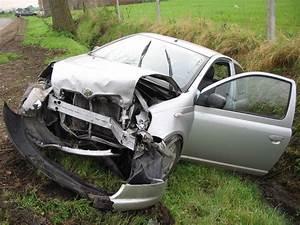 Voiture Accidenté : file yarkaputt jpg wikimedia commons ~ Gottalentnigeria.com Avis de Voitures