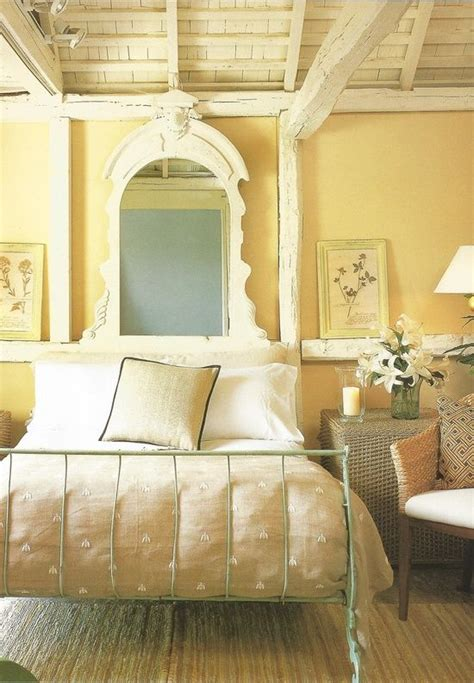 Yellow Bedroom Design Ideas by Best 25 Pale Yellow Bedrooms Ideas On Light