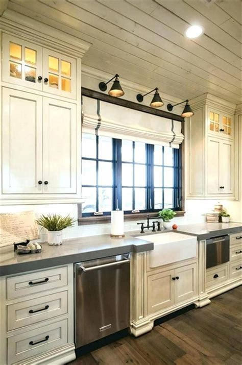 Different styles of kitchen lighting to give your cooking and dining space a lift. 50 Inspiring Farmhouse Style Kitchen Lighting Fixtures Ideas 62 - Gongetech