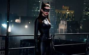 Anne Hathaway Would Like To Cameo As Catwoman In Future DC ...