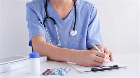 doctor prescribing medication  brain disease examining