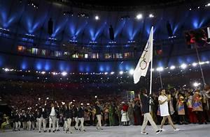 Pope praises witness of 10 athletes on Refugee Olympic ...