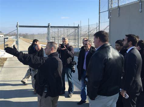 iowa prison investigating lawmakers delay isp employee complex buildings points tri