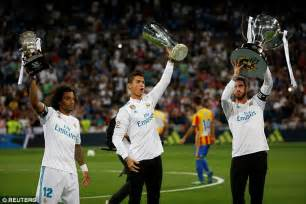Real Madrid finally lift La Liga trophy | Daily Mail Online