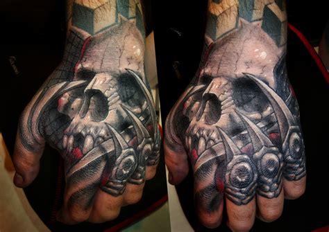 skull hands tattoos  men