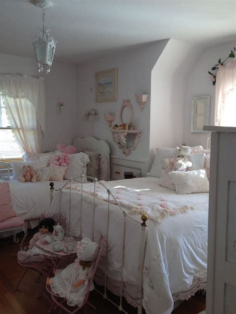 pink shabby chic bedroom best 25 victorian girls room ideas on pinterest pink 16754 | a6efec4fc80114c4d0ee7a515dcead46 shabby chic bedrooms shabby chic pink