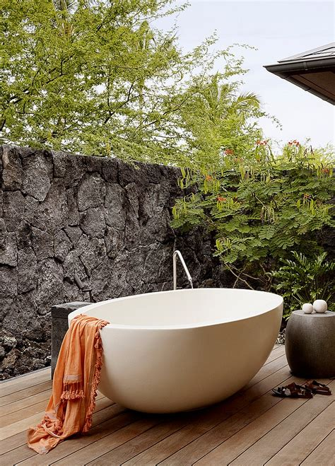 Backyard With Tub by 23 Amazing Inspirations That Take The Bathroom Outdoors